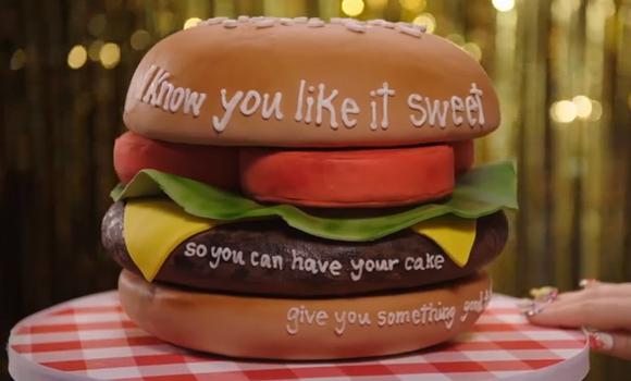 Torta di compleanno decorata: Hamburger