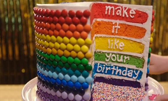 Torta di compleanno decorata: Smarties