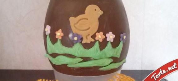Uovo decorato pasta di zucchero